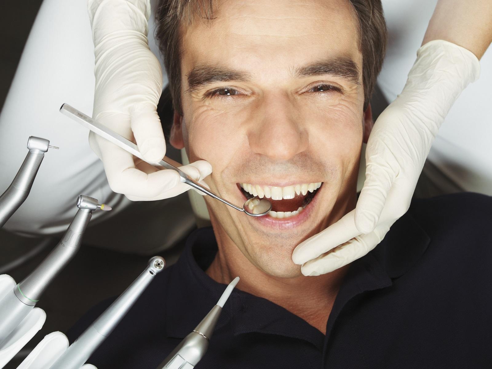 Dlaczego warto posiadać kartę stałego pacjenta u stomatologa?